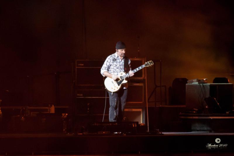 u2-360-tour-2010-torino-the-edge_4868149331_o